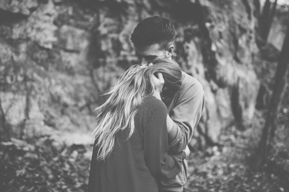 Un beso sin aviso un abrazo en el momento justo. Un hombro en donde apoyarse. La magia se encuentra en los detalles y en las cosas simples…