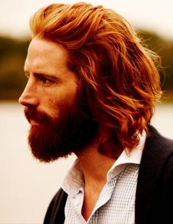 cortes-de-cabello-para-hombre-pelo-largo-peinado-hacia-atras