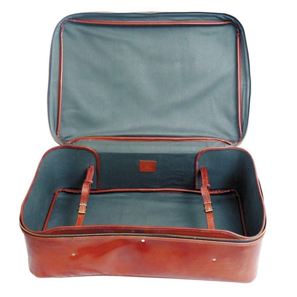 www.elrinconderovica.com el hombre de la maleta 8 1024x1024 - La Maleta Vacía...